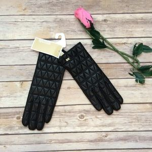 Michael Kors black leather tech gloves NWT Small